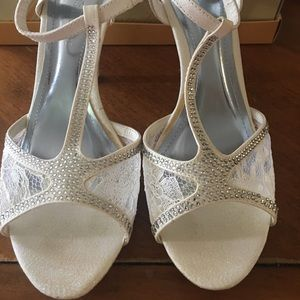 David Bridal Wedding/Bridesmaids Heels 👠